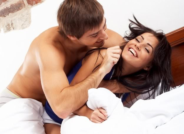 Муж после секса его жены с любовником вылизывает сперму из ...