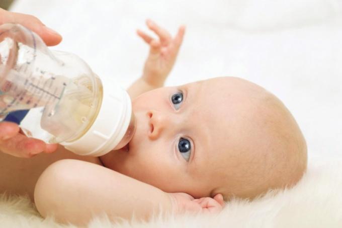 Как заставить ребенка пить воду