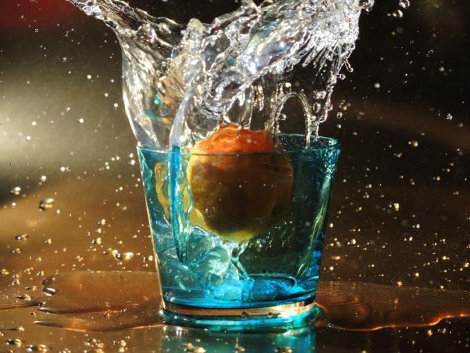 Сколько пить воды для лечения отеков