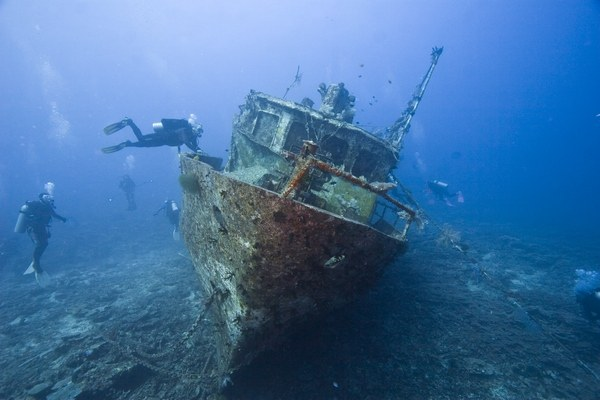 На какой глубине находятся затонувшие корабли