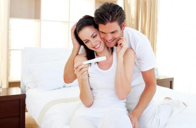 В первые недели беременности появляются первые признаки интересного положения