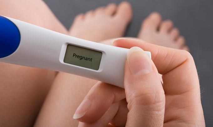 Незапланированная беременность чаще всего прерывается абортом