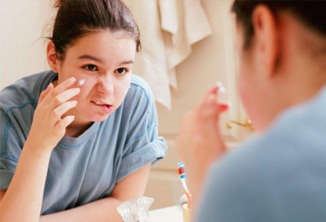 Как зубная паста помогает при угревой сыпи