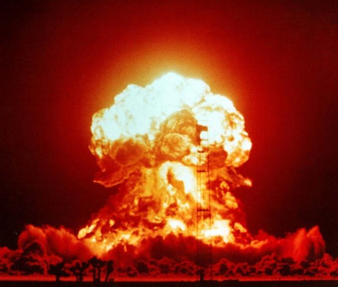 Какая разница между понятиями армагеддон и апокалипсис