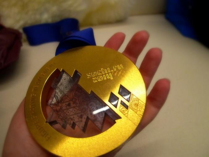 Золотая медаль Олимпиады-2014 сделана из серебра с позолотой