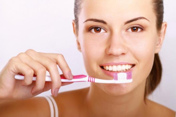 Специальные зубные пасты помогут отбелить зубы