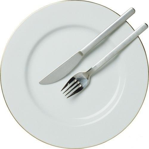 Оставьте вилку и нож в таком положении, если хотите, чтобы официант убрал тарелку