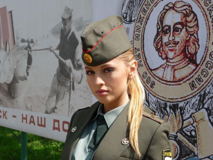 У российской армии и праздника 23 февраля женское лицо