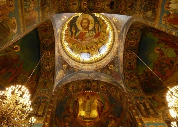 Православные церкви привлекают большое количество прихожан