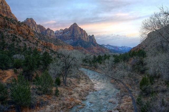 В природе вода не течет в гору