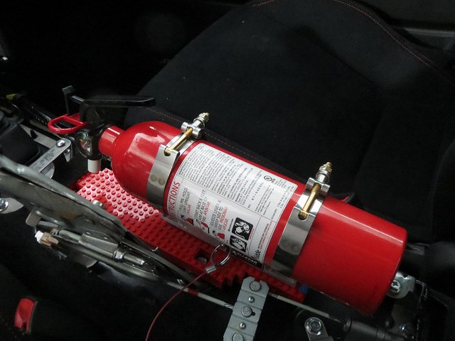 Может ли в автомобиле взорваться огнетушитель