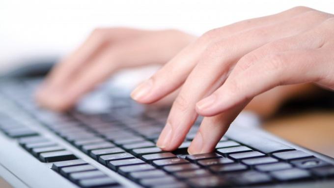 http://picsfab.com/download/image/69305/1920x1080_paltsyi-devushka-nazhatie-klaviatura-ruki.jpg