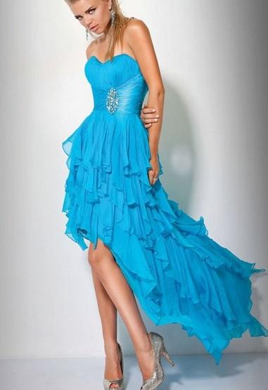 Вечернее платье голубого цвета