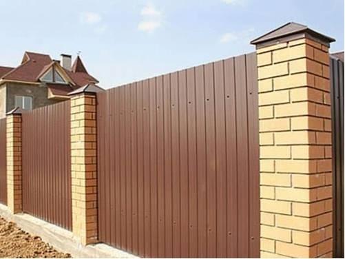 Как построить забор на загородном участке