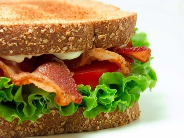 В чем отличие сэндвича от гамбургера