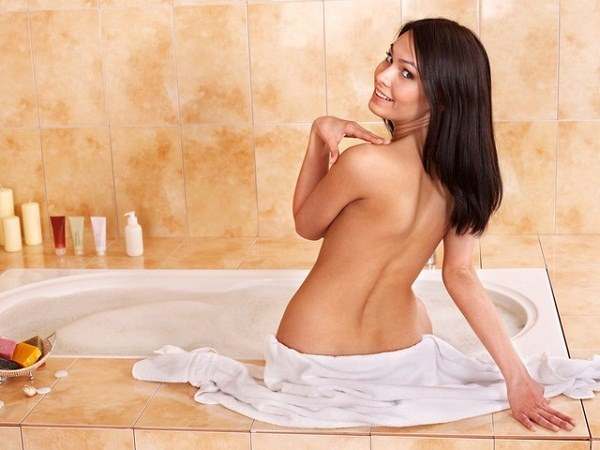 В ванну с содой необходимо погружаться до пояса
