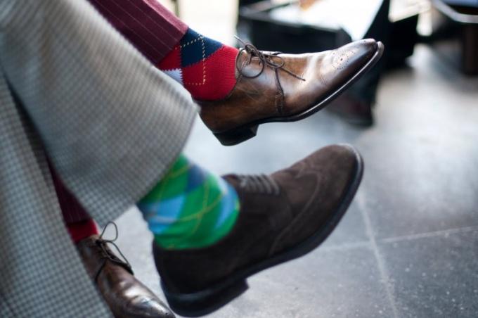 Необходимо правильно подбирать цвет носков