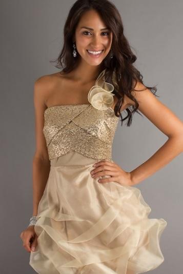 Выпускной в бежевом платье