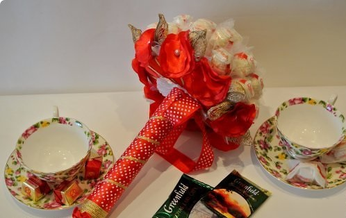 """Как сделать букет из конфет """"Рафаэлло"""""""