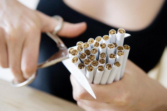 Как курить меньше
