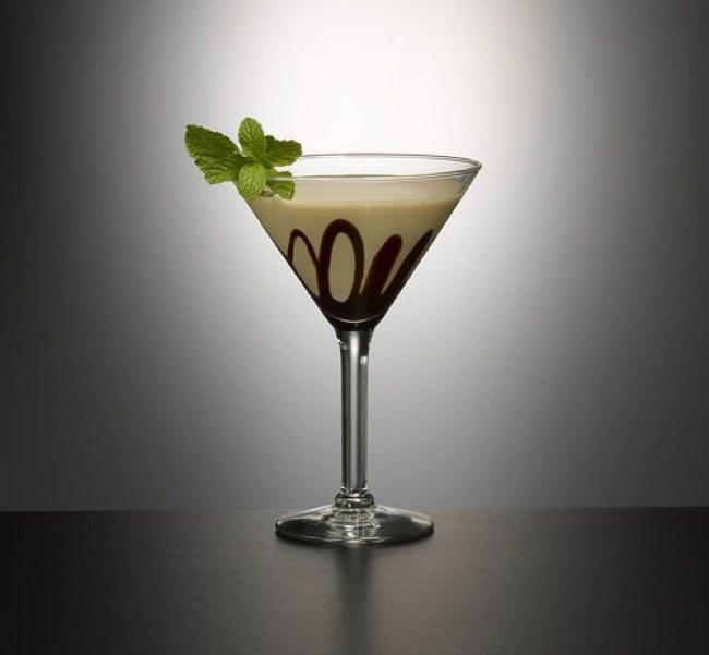 Как приготовить алкогольный коктейль со сгущенкой?