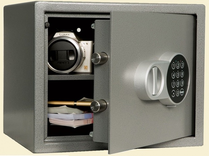 How to choose and install a safe for the house?
