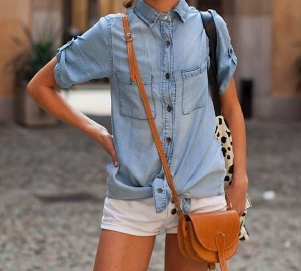 Классическая джинсовая рубашка не требует дополнительных украшений