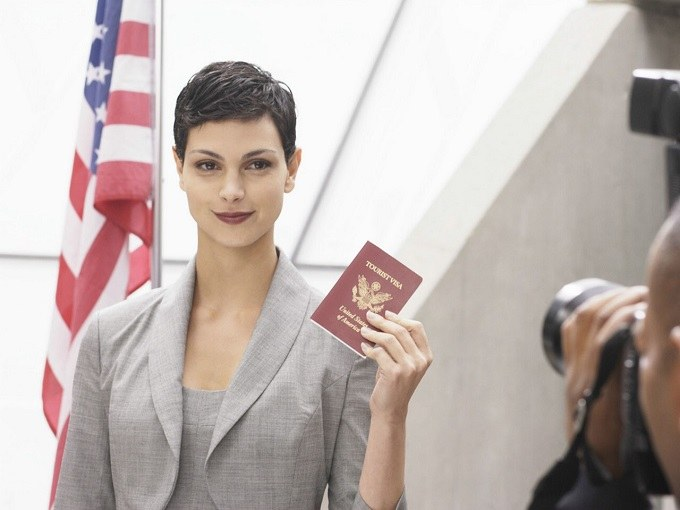 Королева визитеров получает американский паспорт