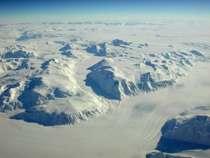 Почему Южный полюс холоднее Северного?