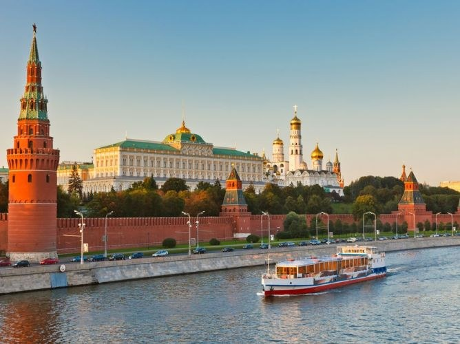 Which flows into the Moscow river