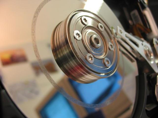 Файловая система обеспечивает доступ к расположенным на диске файлам