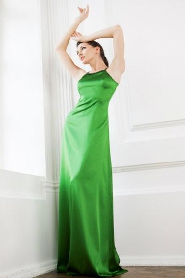 Длинное платье из шелка