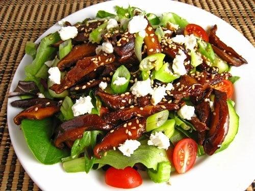 Салат с соусом терияки и грибами