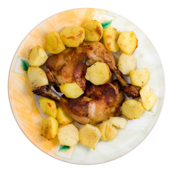 Как запечь картошку с курочкой в мультиварке
