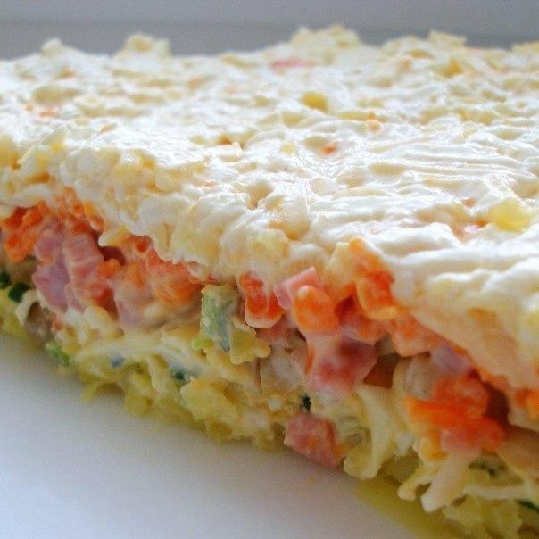 Как приготовить слоеный салат с грибами