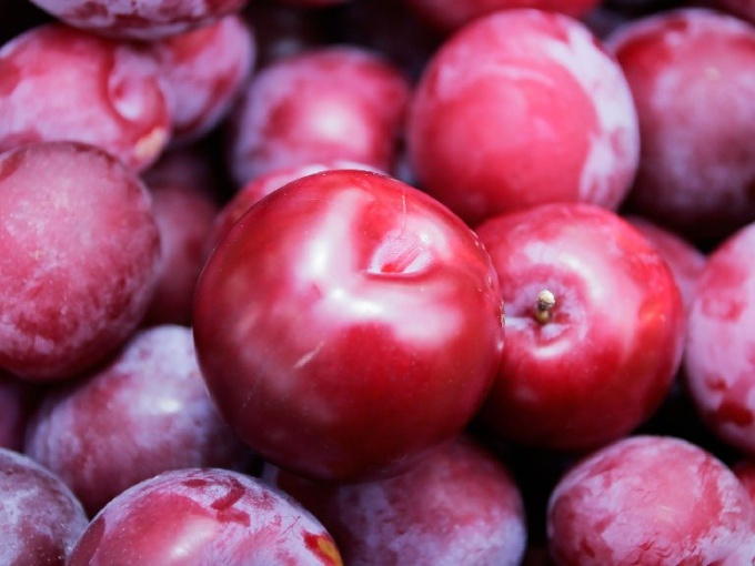 What fruit (berry) has a laxative effect