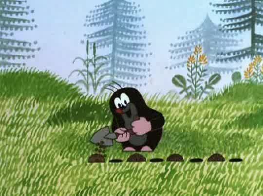 Крот на газоне совсем не так забавен, как в мультике...