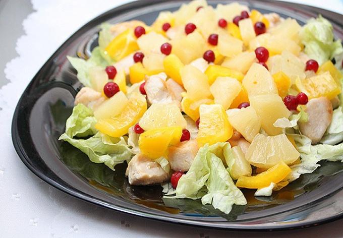 Рецепты салатов с ананасами