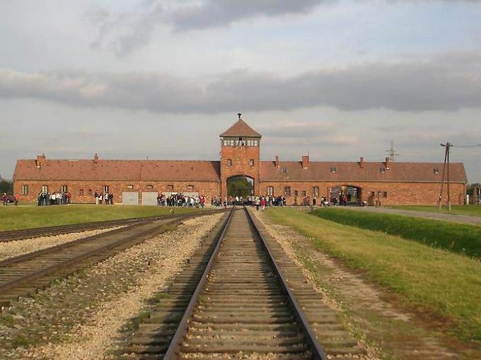 Ворота лагеря смерти Освенцима
