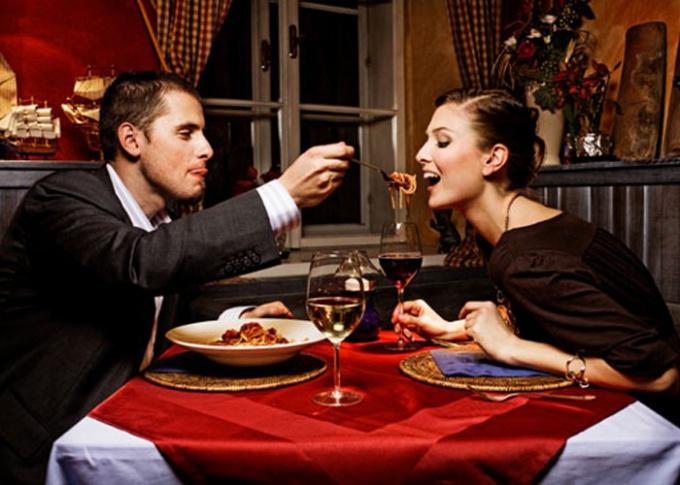 Романтический вечер дома может стать красивым подарком для любимого человека