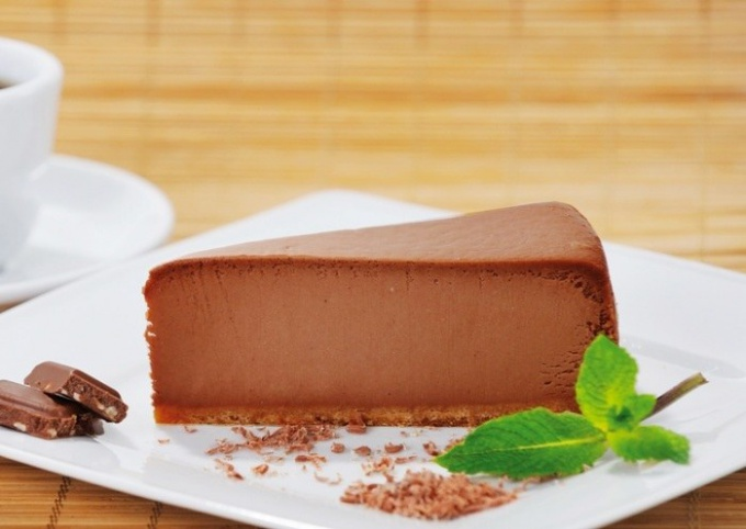 Традиционный чизкейк является вкусным лакомством и подается на десерта