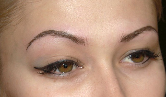 The pros and cons of eyebrow tattoo