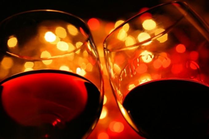 Что есть с красным полусладким вином