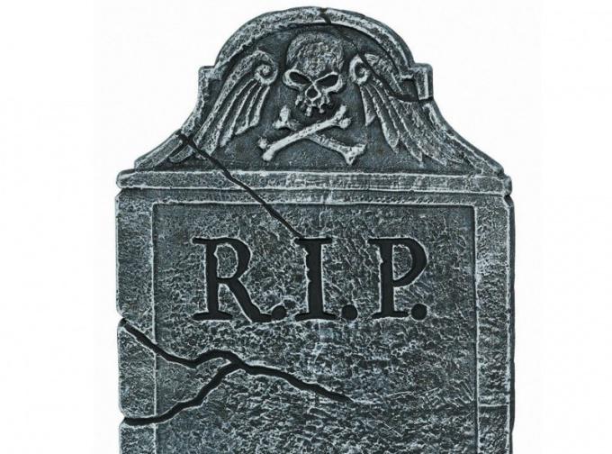 Надгробие с надписью R.I.P.