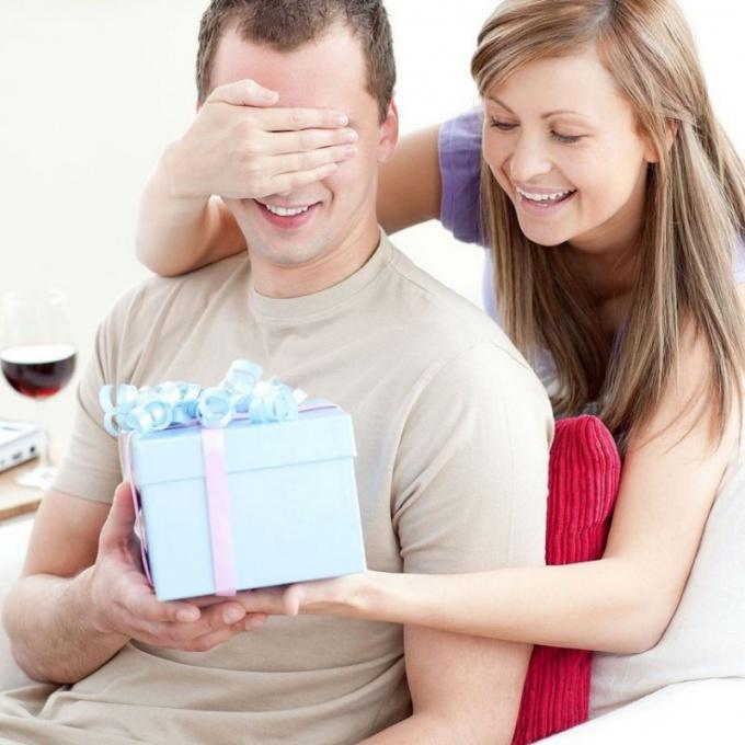 Что подарить мужчине