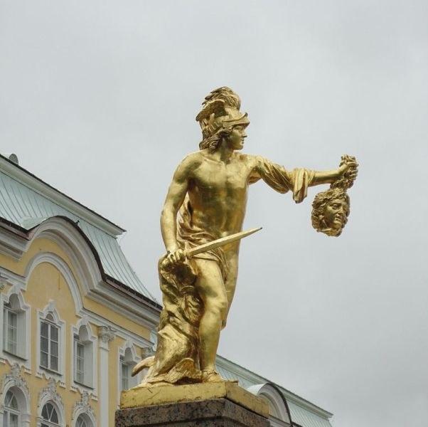 Персей с головой горгоны Медузы. Петергоф