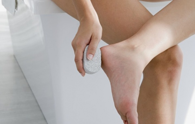 How to soften rough feet at home
