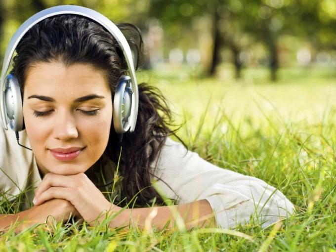 Как вконтакте через телефон слушать музыку