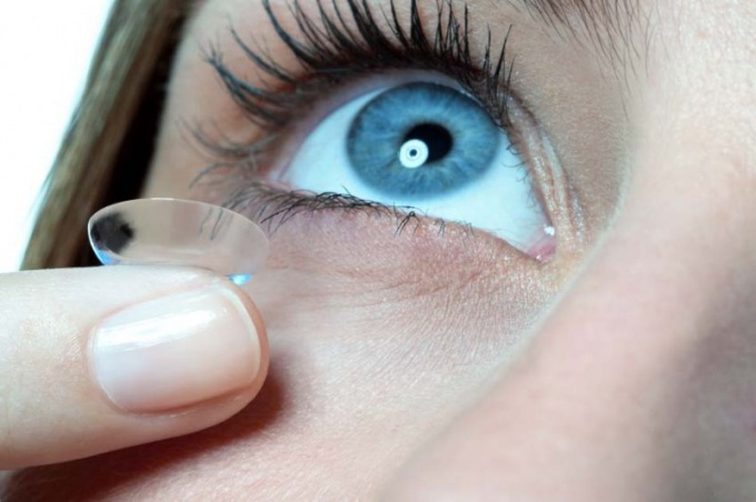 How to choose contact lens solution