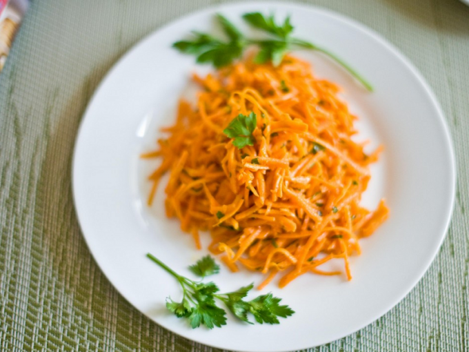 Recipes of salads, carrots with garlic